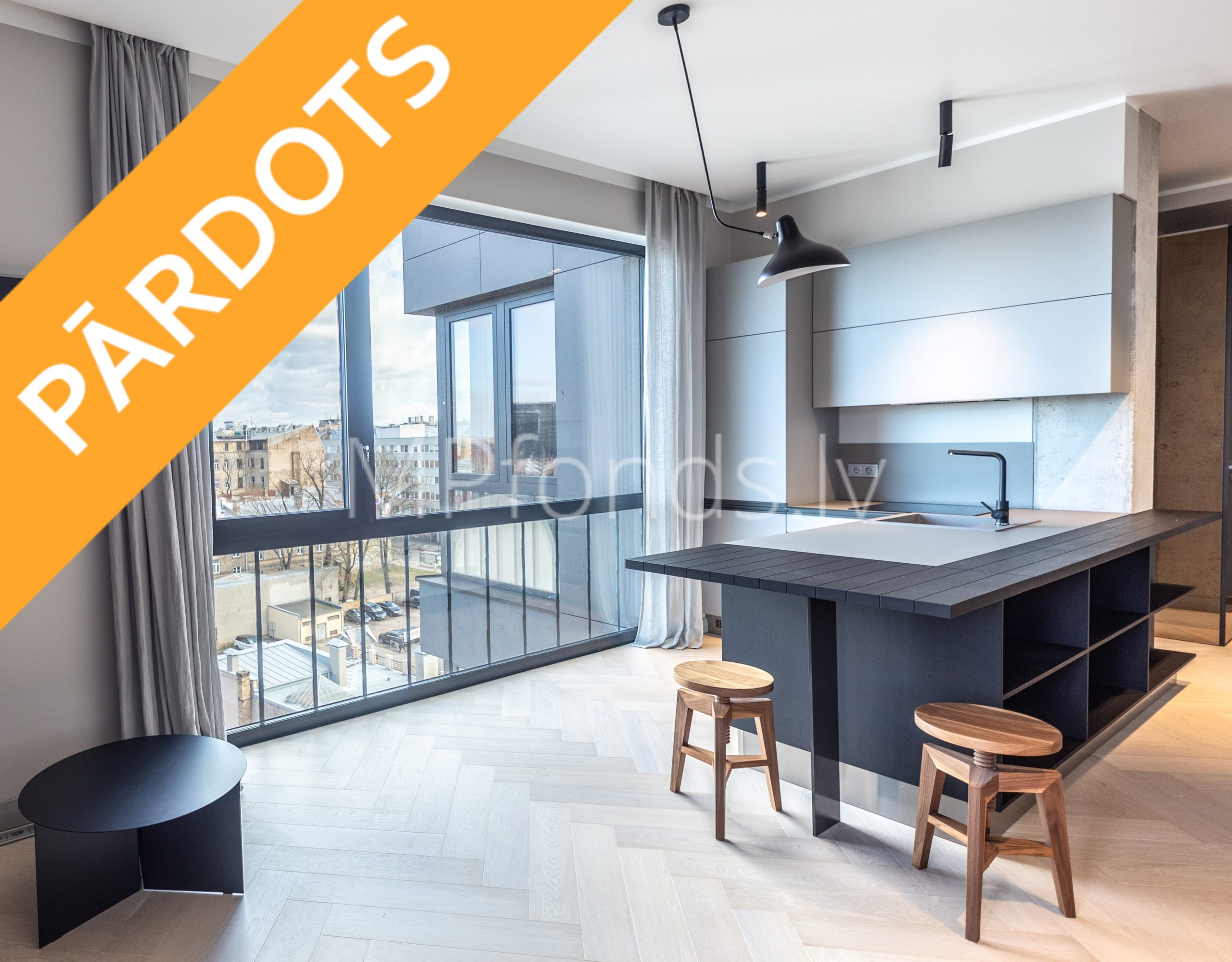 Pārdod, biznesa klases dzīvokli, augšējā stāvā ar jumta terasi – Rīgas centrā