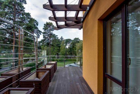 fantastic-beautiful-apartement-jurmala-25