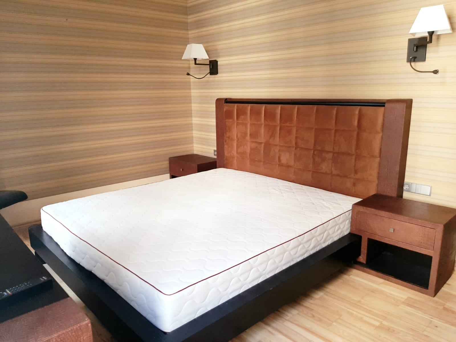 Tiek pārdots ekskluzīvs 6-istabu dzīvoklis renovētā ēkā